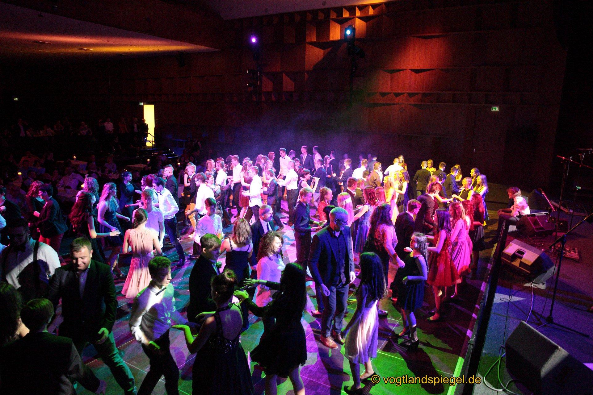 ADTV-Tanzschule Schaller-Schmeißer lud zum Abschlussball des Tanzkurses für Jugendliche in die Vogtlandhalle Greiz ein.
