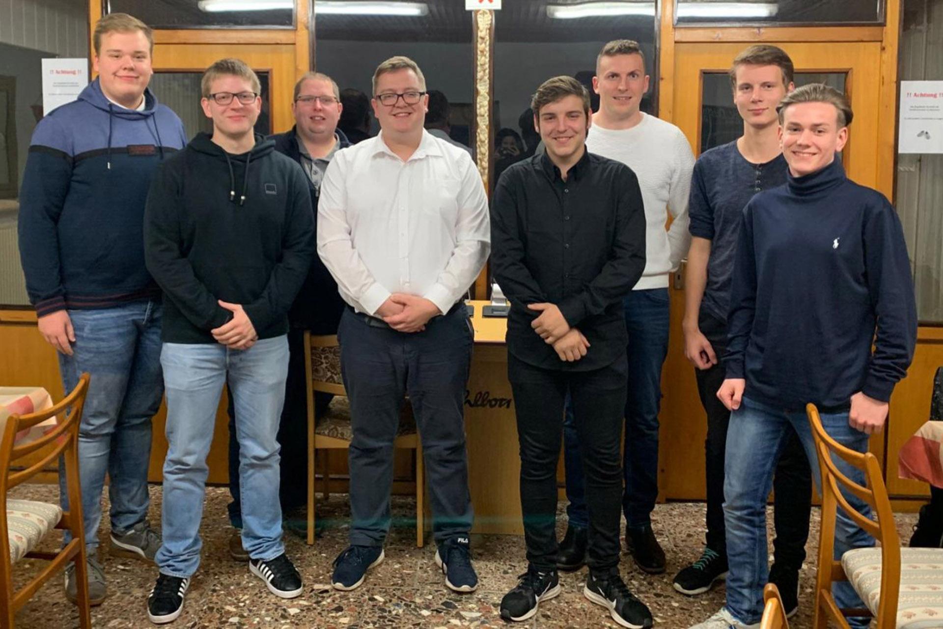Der neue Kreisvorstand: (von links nach rechts): Florian Mewes, Kevin Hager, Michael Täubert, Christopher Förster, Marcello Wolf, Samuel Sorger, Jeremy Murenz und Frederic Straßburg. Es fehlt Philipp Donnerhak.