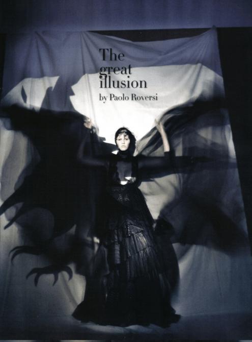 "Lara Stone em ""The Great Illusion"" por Paolo Roversi"