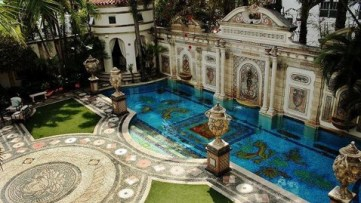 ap_gianni_versace_mansion_jt_120609_wblog