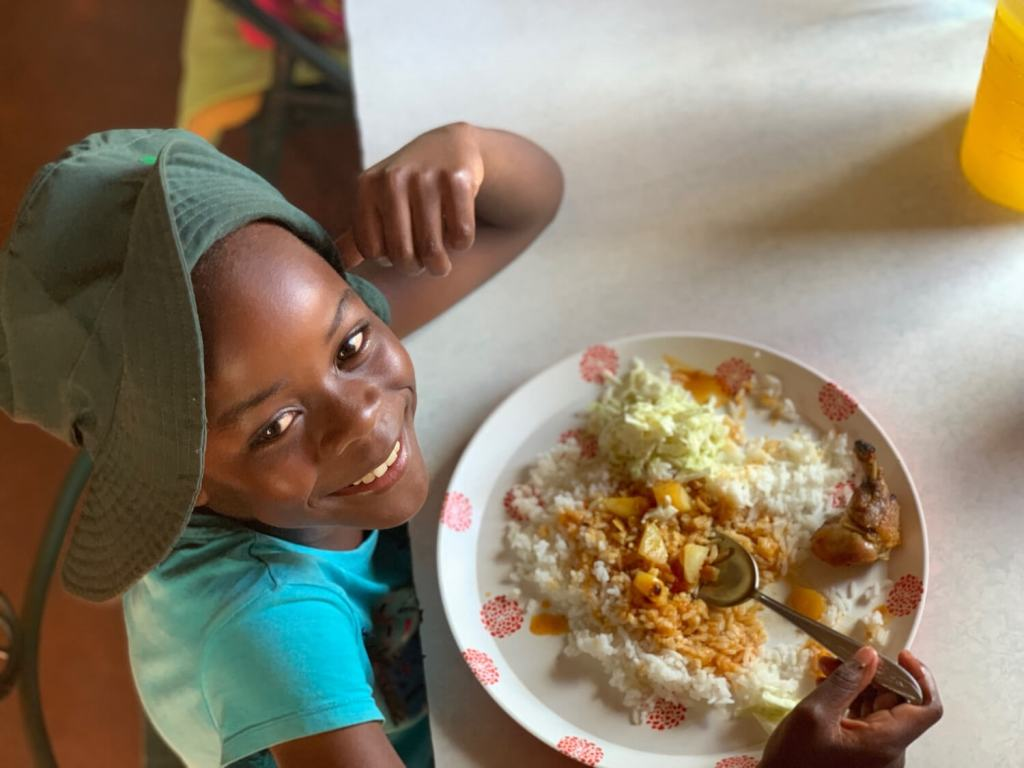 voh zimbabwe home - child eating dinner