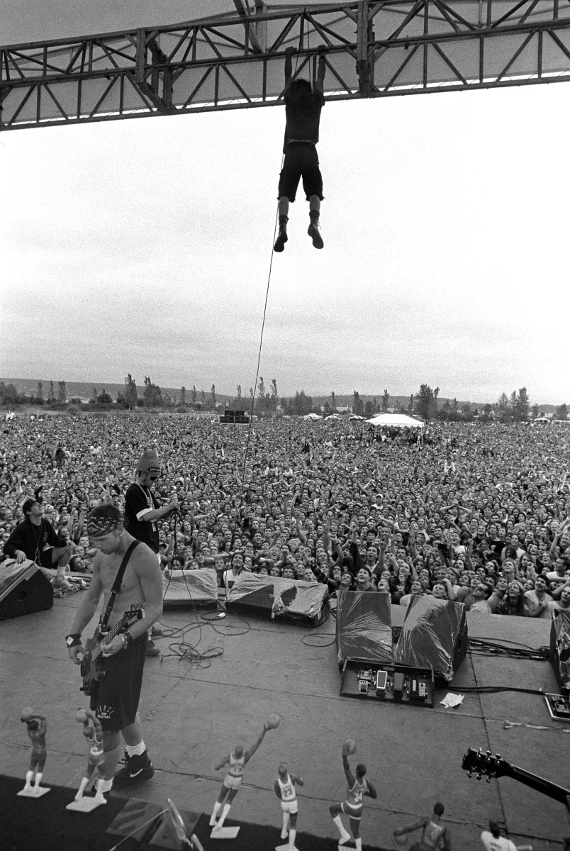 Pearl Jam Porch At Pinkpop, 1992 Eddie Vedder Hanging From The Rafters& The Iconic Photography Of Lance Mercer