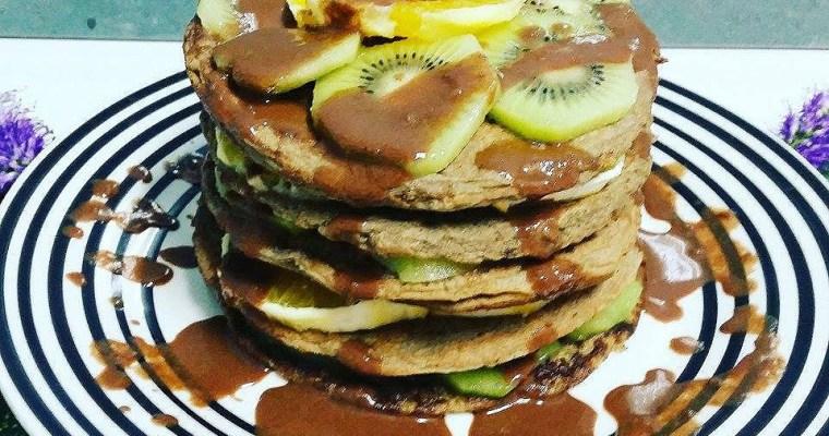 Tortitas de plátano macho con sirope de chocolate