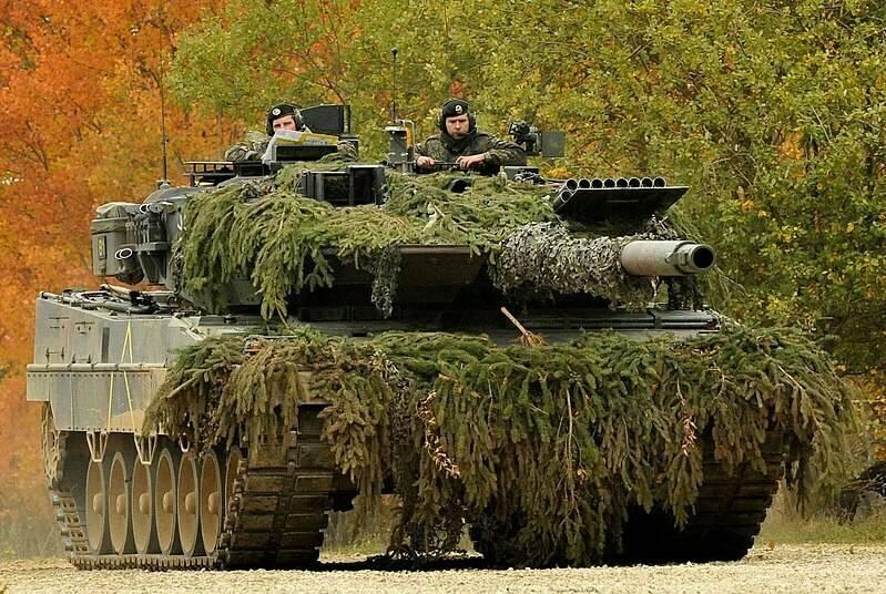 800px-Leopard_2A6,_PzBtl_104.jpg