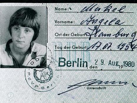 Паспортът на Ангела Меркел от Германската Демократична Република