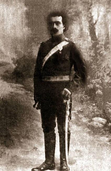 Карекин Нъждех в българска униформа.
