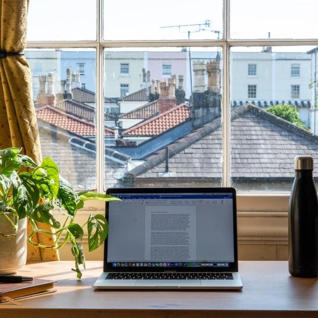 Работа от вкъщи, лаптоп, надомна работа, home office, коронавирус, България