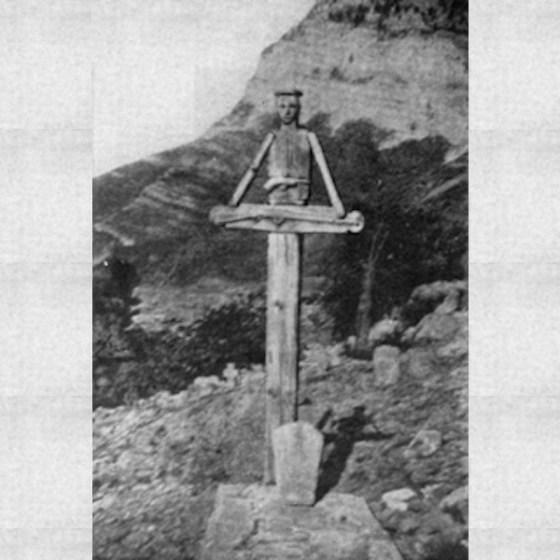 Албания, кръст на починал, с негово изображение. 1909 г. Снимка: Мери Дъръм