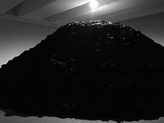 Œuvre de Boltanski représentant un terril: Photo prise par Joffrey Elbert