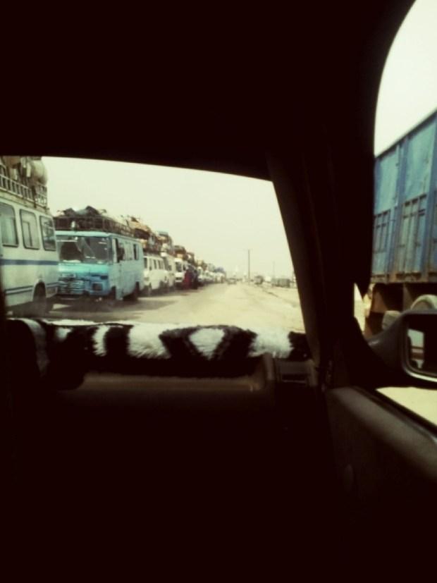 Des cars de voyage sur la route Nouakchott-Rosso