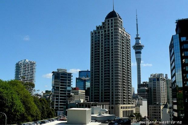 © auckland-west.co.nz Le Metropolis building vu depuis Bowen Street.