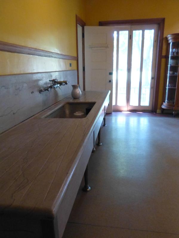 Vue de l'évier de la cuisine