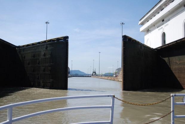 Vista del Canal desde el barco que lo recorre