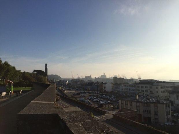 Le port de commerce, depuis la partie basse du Cour Dalot, sur les hauteurs