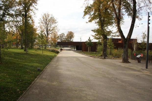 Musée Soulages depuis le parc