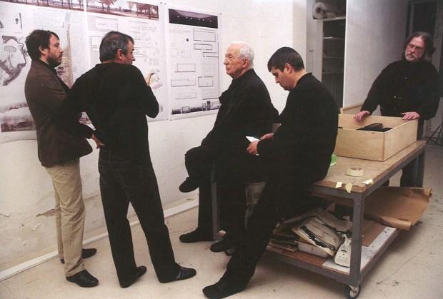 Pierre Soulage et RCR [Image du livre Musée Soulages, Conception RCR Arquitectes]
