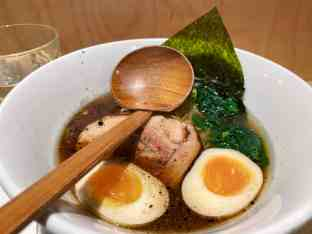 Ramen Chuka : bouillon poulet, chashu, cébette, huile d'ail noir et nori