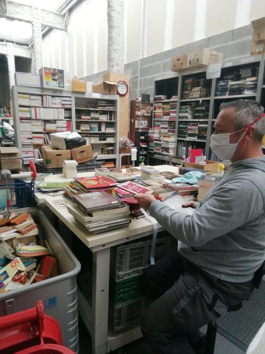 tri des livres à la recyclerie voisinage
