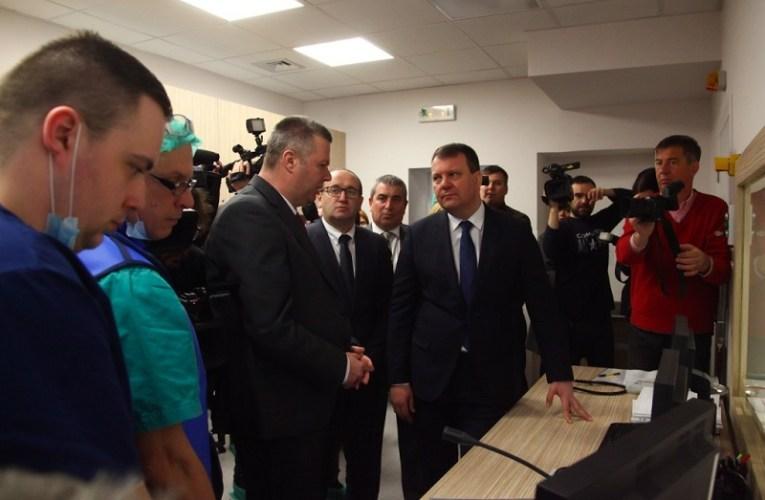 Председник Мировић обишао ангиo-салу у Oпштој болници у Суботици
