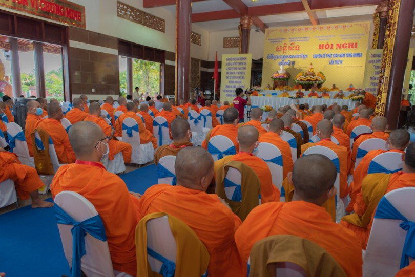 អង្គសន្និសីទ ស្តីអំពី «ព្រះពុទ្ធសាសនាខ្មែរ» លើកទី ៩ នៅខេត្តលង់ហោរ រៀបចំដោយ សមាគមពុទ្ធសាសនាវៀតណាម ។ រូបៈ Phật sự Online