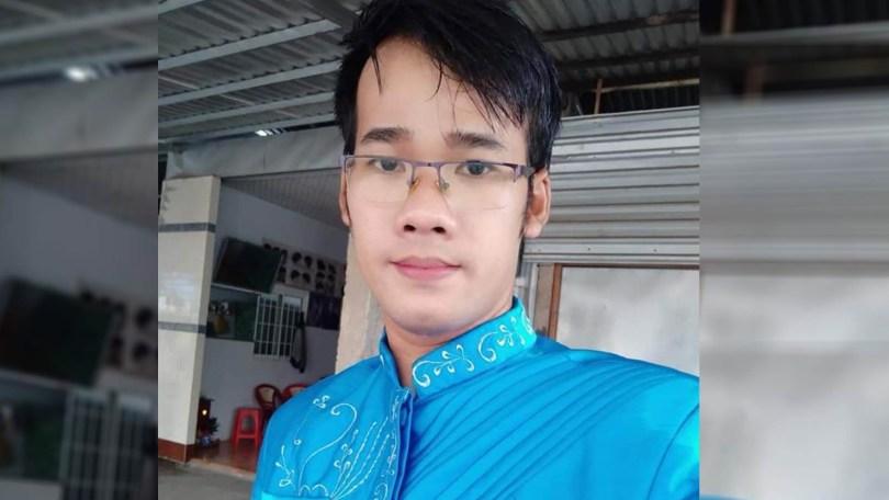 យុវជនខ្មែរក្រោម ឈ្មោះ ថាច់ កឿង រស់នៅខេត្តព្រះត្រពាំង វៀតណាមដូរទៅជាខេត្តត្រាវិញ (Tra Vinh) ដែលអាជ្ញាធរវៀតណា មហៅសាកសួរ រឿងបង្ហោះវីដេអូ អំពីអង្ករក្លែងក្លាយ ។ រូប៖ ហ្វេសប៊ុក ថាច់ កឿង