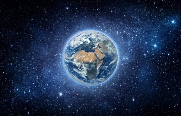 Землю впервые сняли из космоса на любительскую камеру ...