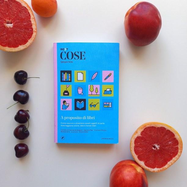 Cose spiegate bene: A proposito di libri (Iperborea - Il post). Una lettura per scoprire il mondo dei libri pagina dopo pagina. Recensione e foto di Chiara Mancinelli.