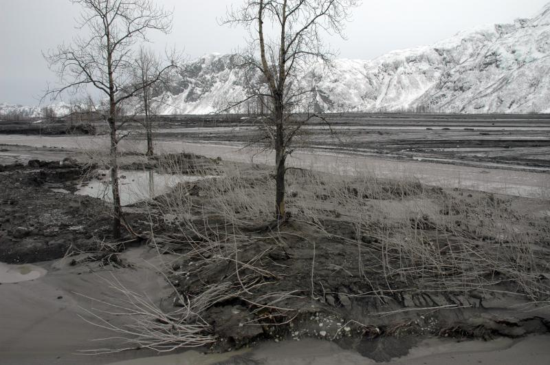 Photos of the flooding in Drift Valley and tephra deposits from the eruption of Redoubt Volcano, March 23, 2009 (McGimsey, Game, AVO/USGS)