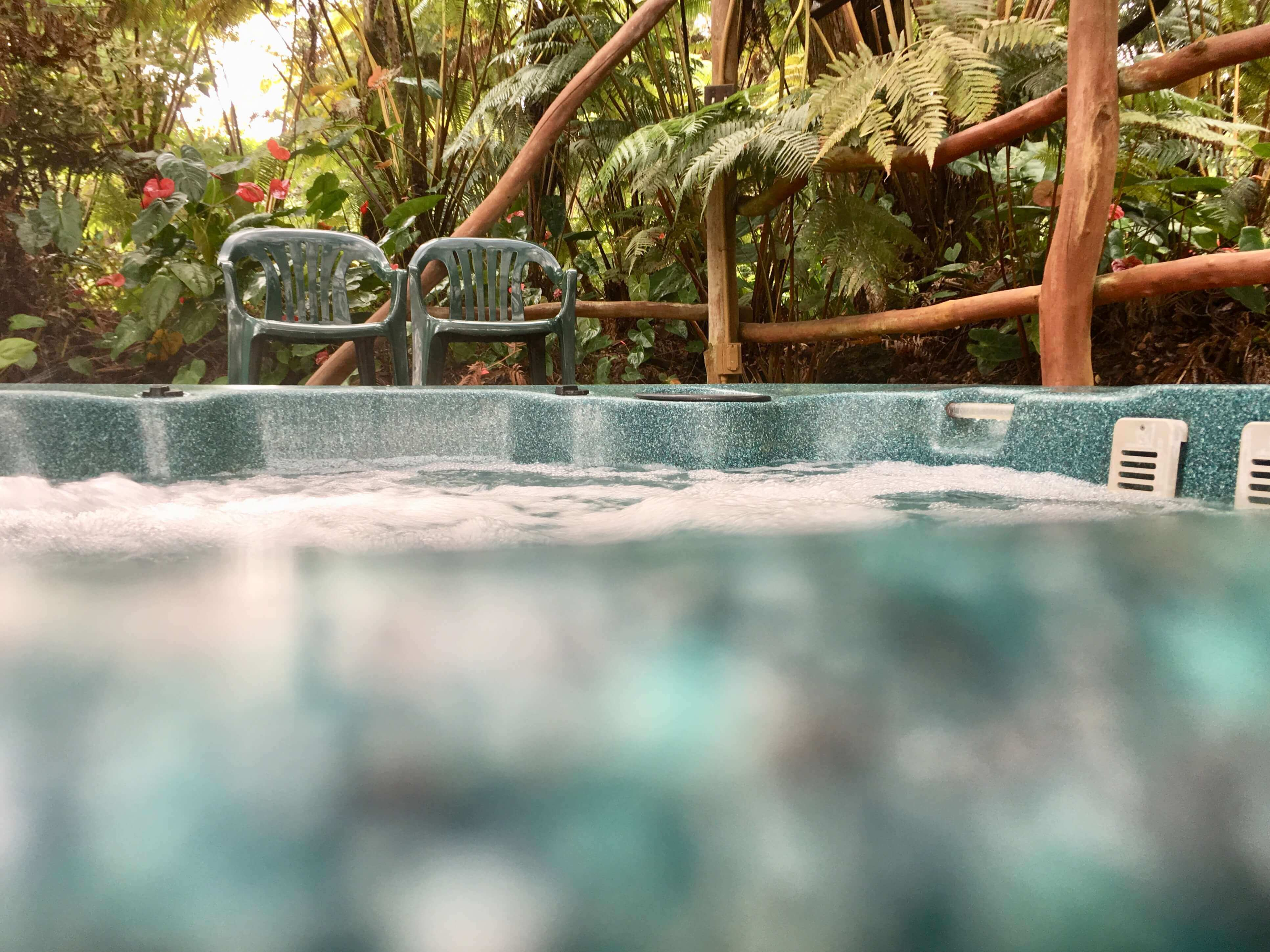 volcano lodge- volcano inn - bbbed hot tub