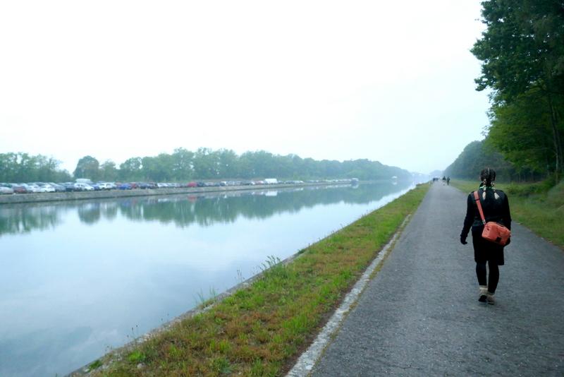 Anete walking along the canal during De Molse 60.