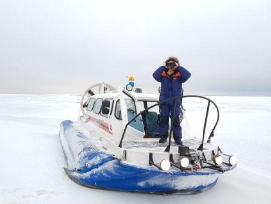 Спасатели Новой Ладоги помогли рыбаку добраться до берега