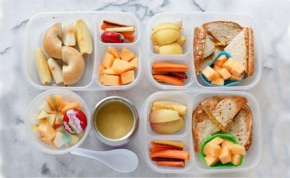 Роспотребнадзор назовёт продукты, которые дети смогут приносить в школу из дома