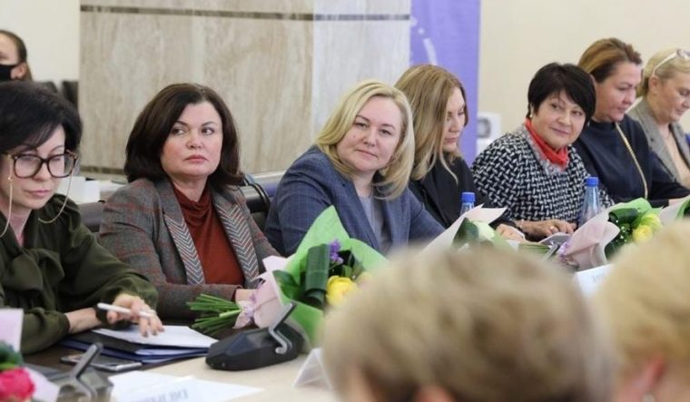 80% муниципальных служащих Ленинградской области – женщины