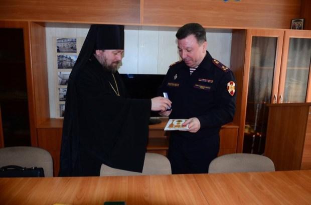 Виктора Абрамова наградил настоятель Никольского монастыря