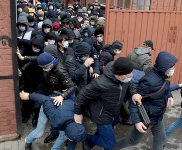 Депутаты предложили отправлять мигрантов в трудовые лагеря