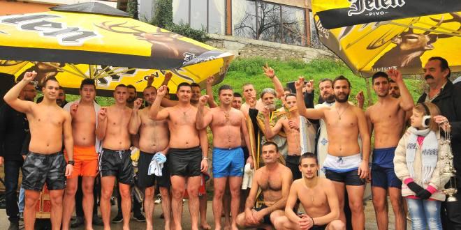 Plivanje za časni krst u Danilovgradu