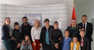 Vojnik Marko Đukić donirao 1.000 eura samohranom ocu troje djece