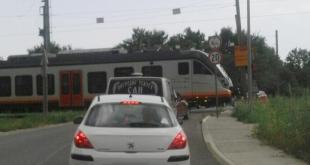 Pažići: Voz prolazi, rampa podignuta