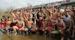 Plivanje za časni krst u rijeci Zeti (Video)
