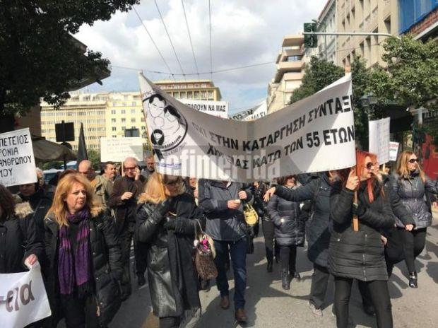 Στο πλευρό των διαδηλωτών του Συλλόγου ΑΞ.Ι.Α που βρίσκονται έξω από το υπουργείο Εργασίας από την περασμένη Δευτέρα βρέθηκαν σύλλογοι αποστράτων και σωμάτων ασφαλείας καθώς και η ΓΕΝΟΠ ΔΕΗ