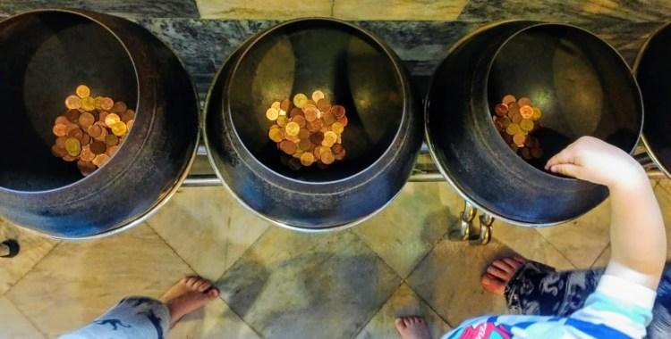 Spenden aka Kinderbeschäftigung im Wat Pho bangkok