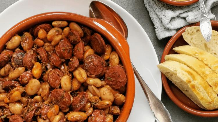 Chorizo & weiße Bohnen in Rotwein - spanischer Eintopf