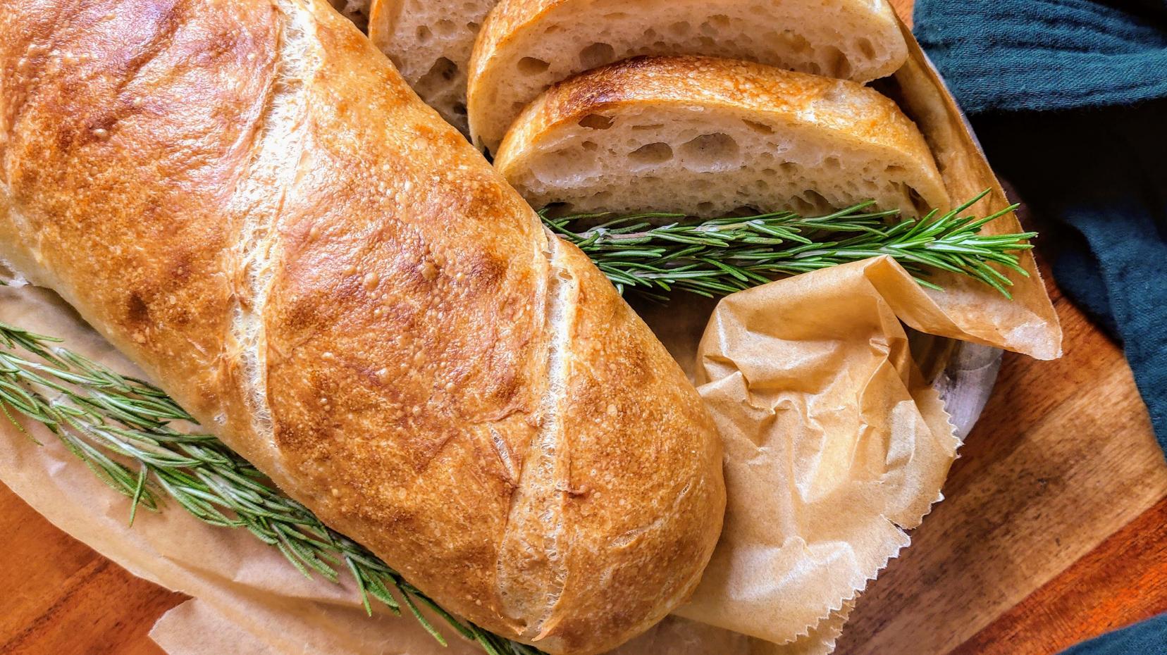 Weizenbrot-Stangen – die feinporige Baguette-Alternative