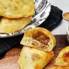 Russische Piroschki mit Weisskohl und Hackfleisch oder vegetarischer Fuellung