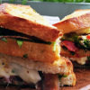 Sandwich mit gruenem Spargel und Bueffelmozzarella