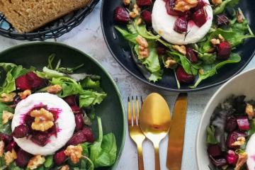 Sommersalat mit Ziegenkäse und Roter Beete aus dem Ofen