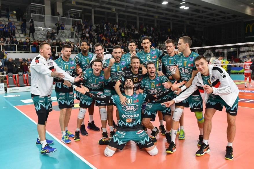 Foto finale di gruppo, per la vittoria