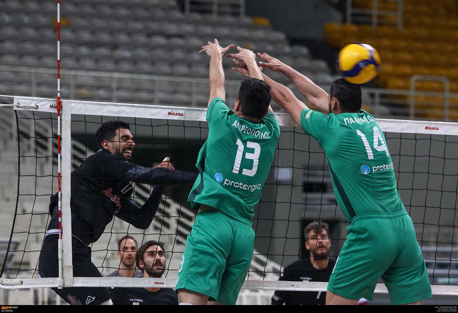 Greece: Panathinaikos didn't give away single set to PAOK, the qualification to the final will be determined on Sunday!