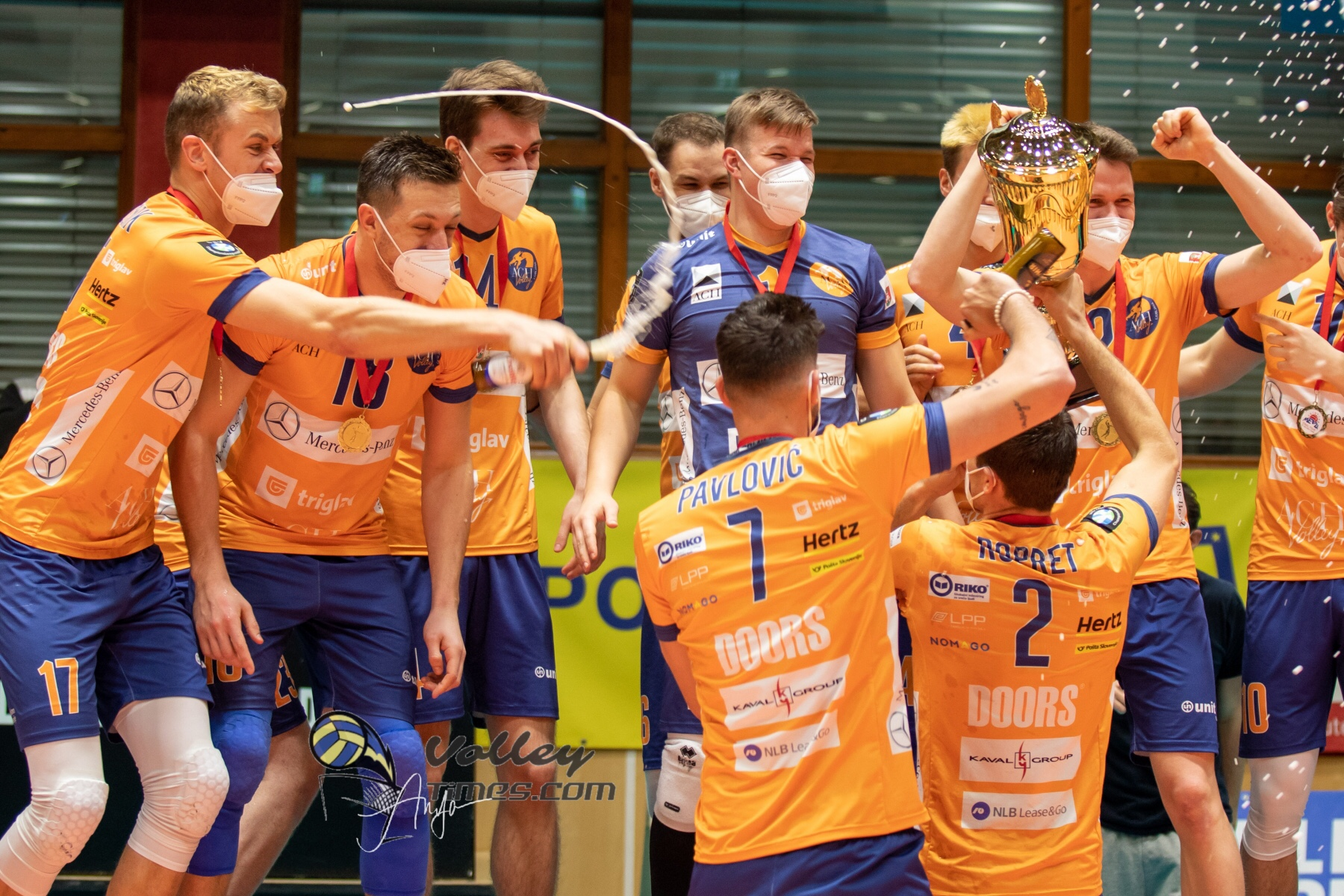 ACH Volley claimed the 11th MEVZA League title. Podium is all Slovenians
