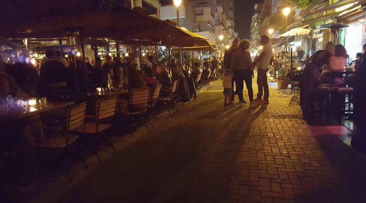 Παρασκευή βράδυ για ποτό στο Βολονάκι; Σε είδα… (ΦΩΤΟ)